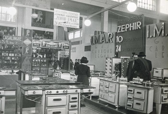 Stand di cucine economiche della ditta Zephir nel padiglione delle ...